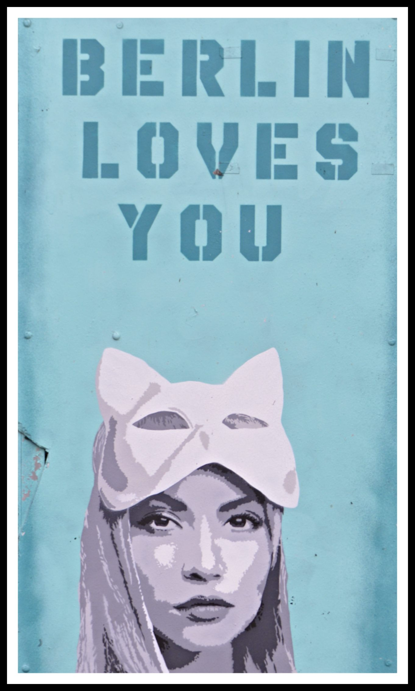 Liz Art Berlin Loves you streetart